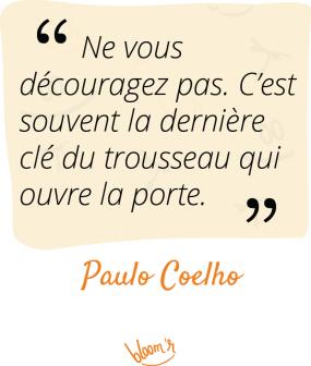 Ne vous découragez pas ; c'est souvent la dernière clef du trousseau qui ouvre la porte. Paulo Coelho